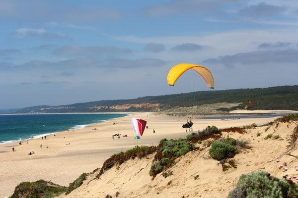 Paragliding Portugal über den Dünen Schweben